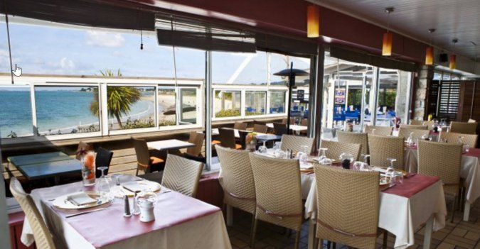 A dinner for two at the restaurant Les Terrasses de La Plage facing the Bay of Quiberon